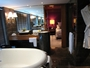 Square_mandarin_oriental_hong_kong_deluxe_suite-bathroom_second_vanity_and_shower