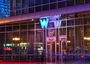 Square_w_boston_hotel_review-w_entrance_at_night