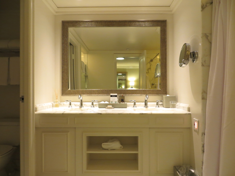 Fairmont Orchid Hawaii Review - Fairmont Gold Bathroom