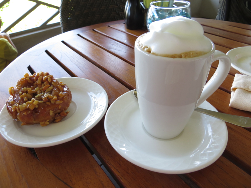 Sticky Bun and Cappuccino, Fairmont Orchid Gold Floor Lounge Review