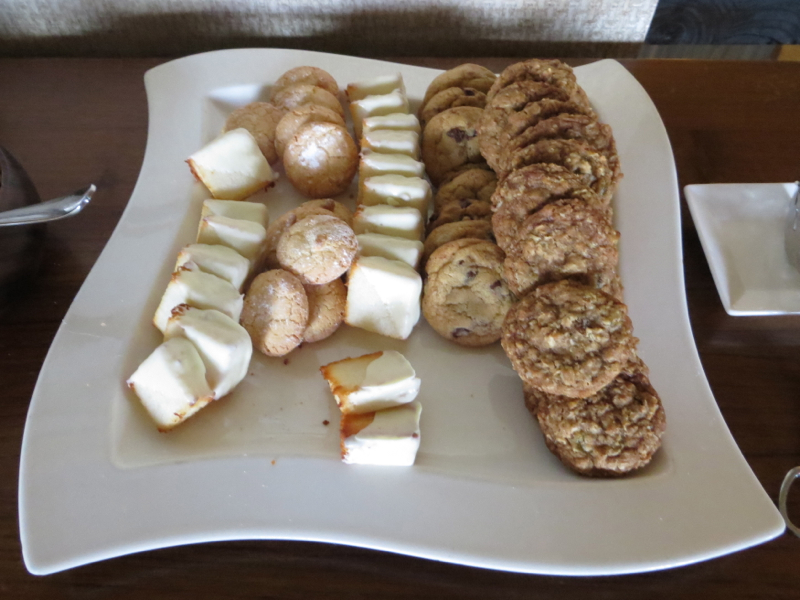 Fairmont Orchid Gold Floor Lounge Review - Cookies