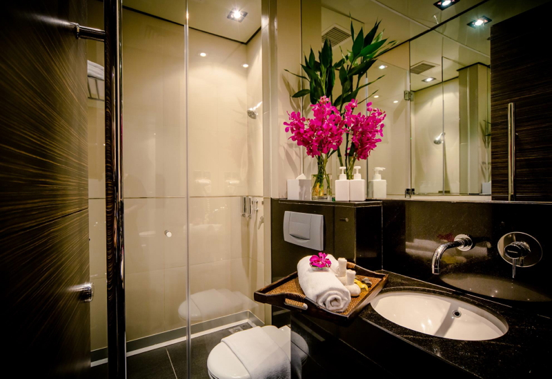 Sleeping at Hong Kong Airport: Plaza Premium Lounges Offer Sleeping Rooms with En Suite Shower