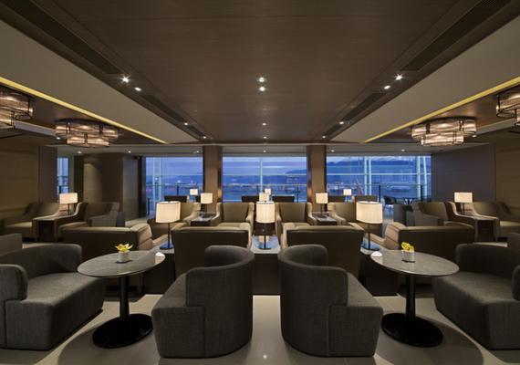 Sleeping at Hong Kong Airport: Plaza Premium Lounge West Hall