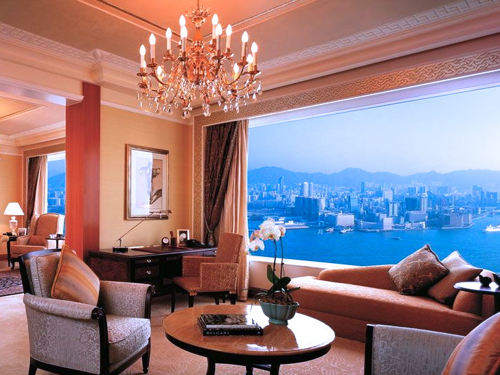 Top Luxury Hotels with a Complimentary Private Airport Transfer - Island Shangri-La Hong Kong