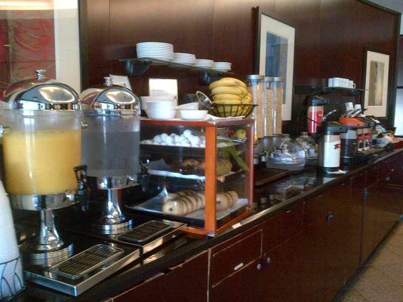 United Club Newark Terminal A Review - Breakfast Buffet