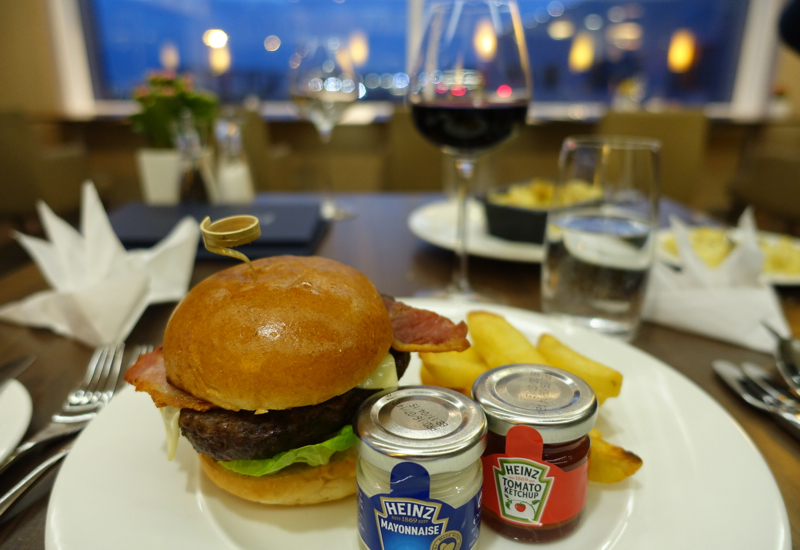 British Airways First Class Lounge Pre-Flight Dining: Awful Burger