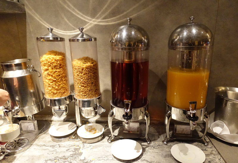 Plaza Premium Lounge Hong Kong Review - East Hall Breakfast