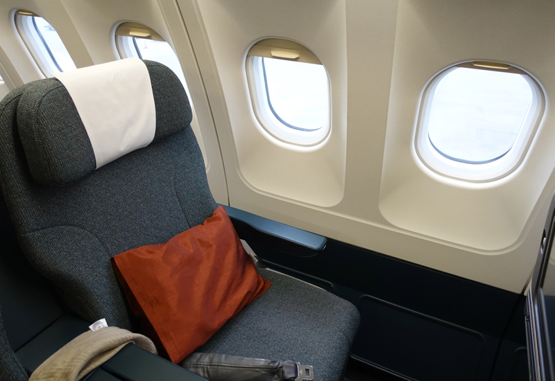 Review: Cathay Pacific New Regional Business Class 777-300
