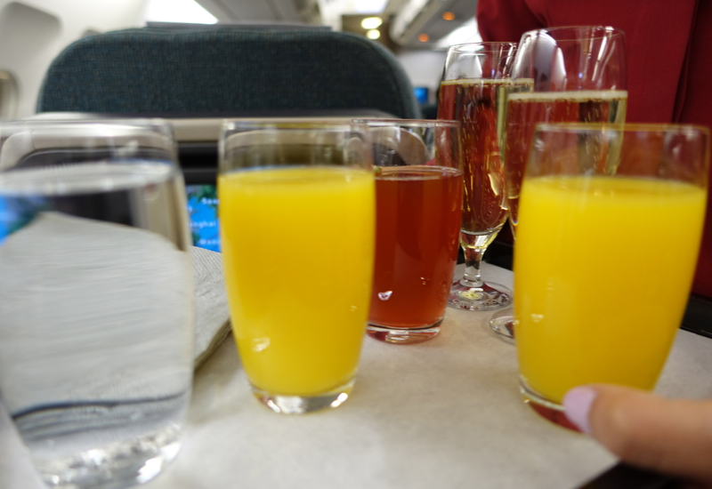 Review-Cathay Pacific New Regional Business Class - Pre-Flight Drink