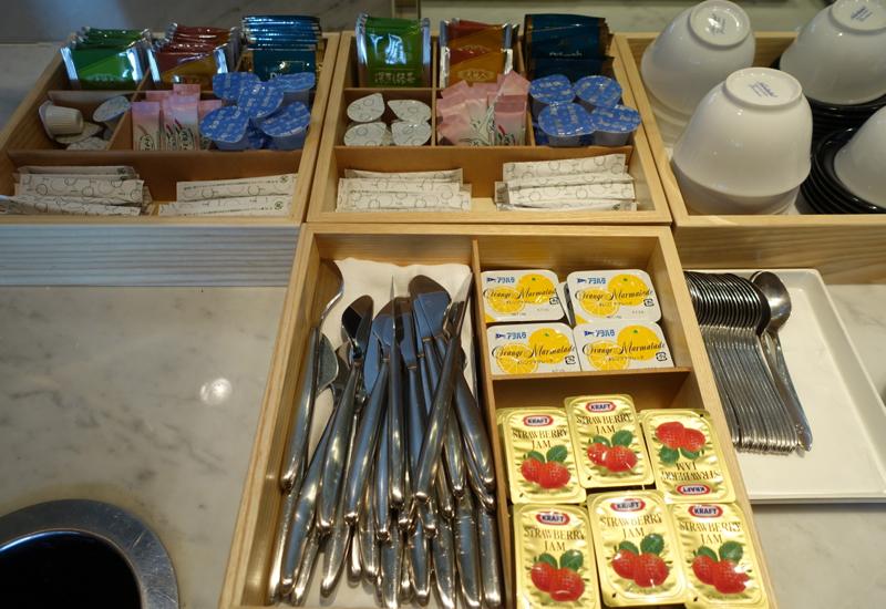 Sad: Kraft Strawberry Jam, JAL Sakura Lounge, Tokyo NRT
