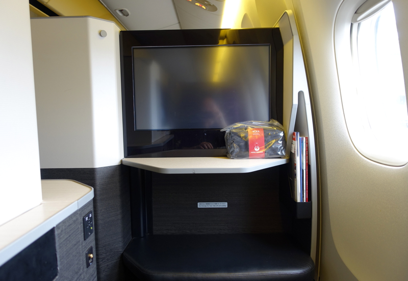 23 Inch LCD Screen, JAL Sky Suite Business Class