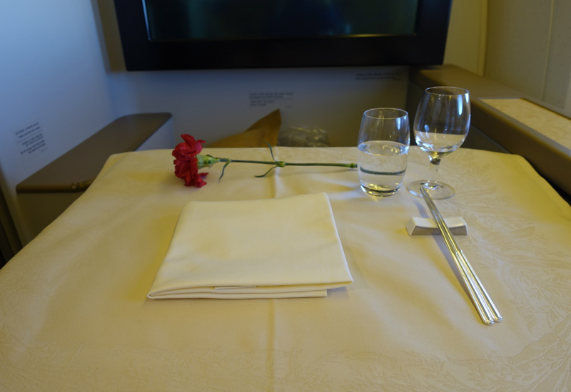 Review-Asiana First Class Table Setting