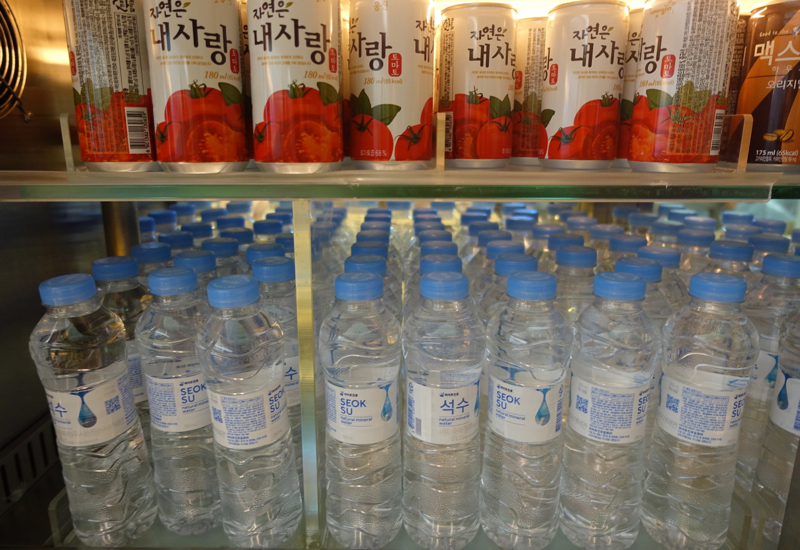 Asiana Business Class Lounge Review - Bottled Water and Tomato Juice