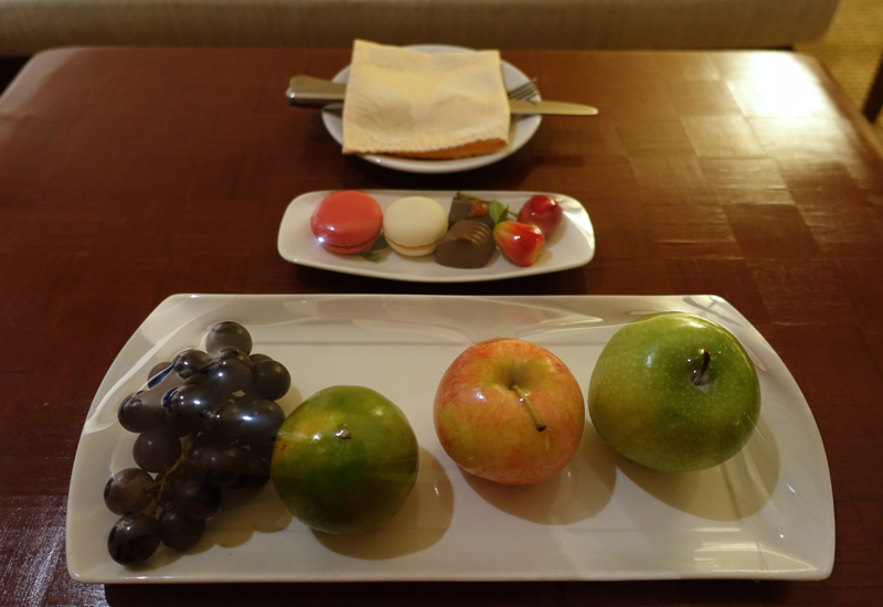 Welcome Fruit and Macarons, Novotel Bangkok Airport Hotel