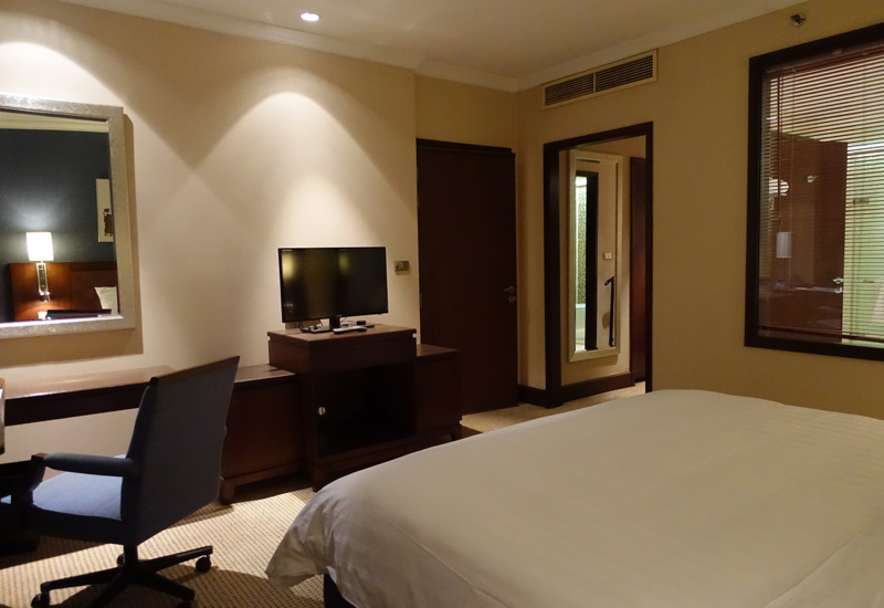 Suite Desk and TV, Novotel Bangkok Airport Hotel