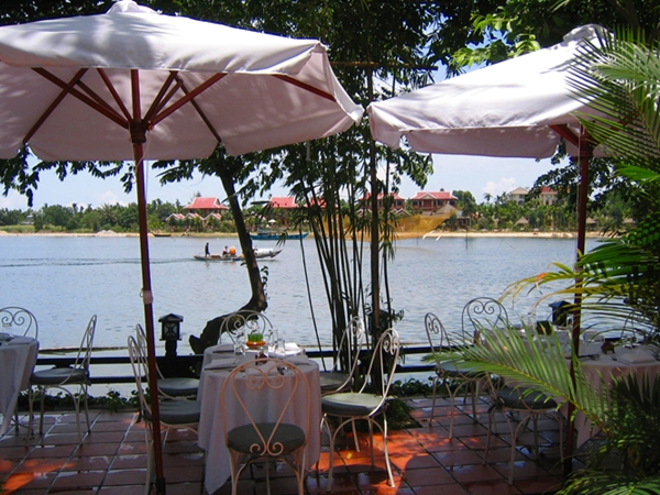 Riverside dining at Brother's Cafe-Hoi An-Vietnam