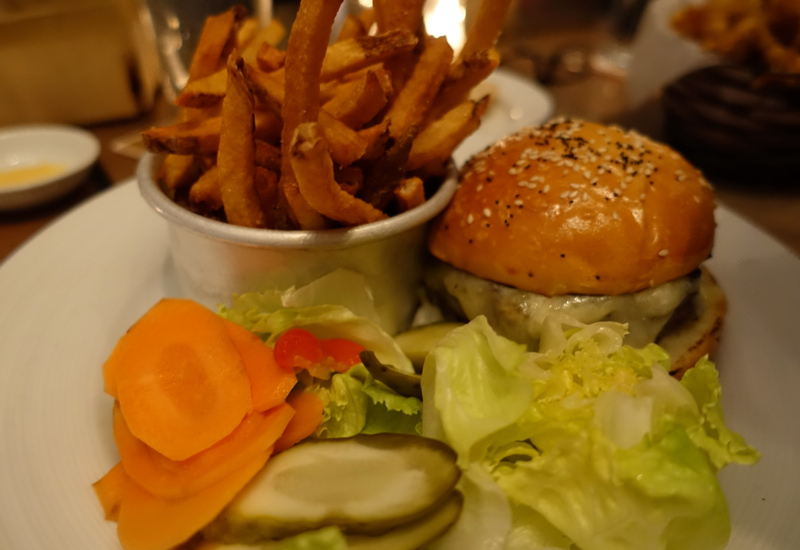Burger, Island Creek Oyster Bar Review