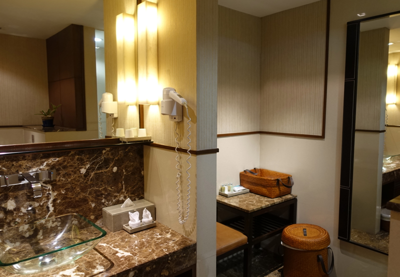 Thai First Class Lounge Bangkok Review - Private Shower Suite