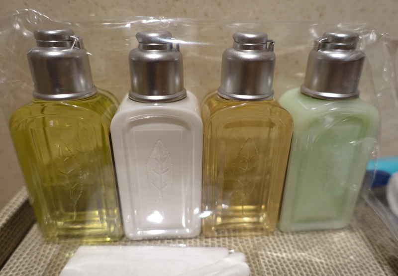 Thai Royal First Lounge Bangkok Review - L'Occitane Bath Products