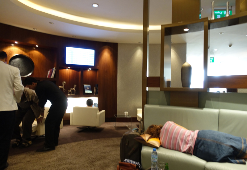 Review-Etihad Business Class Lounge Abu Dhabi AUH Terminal 1