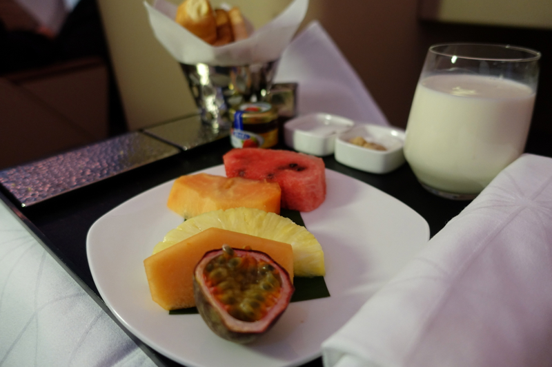 Review-Etihad Business Class A330-200: Fresh Fruit Plate