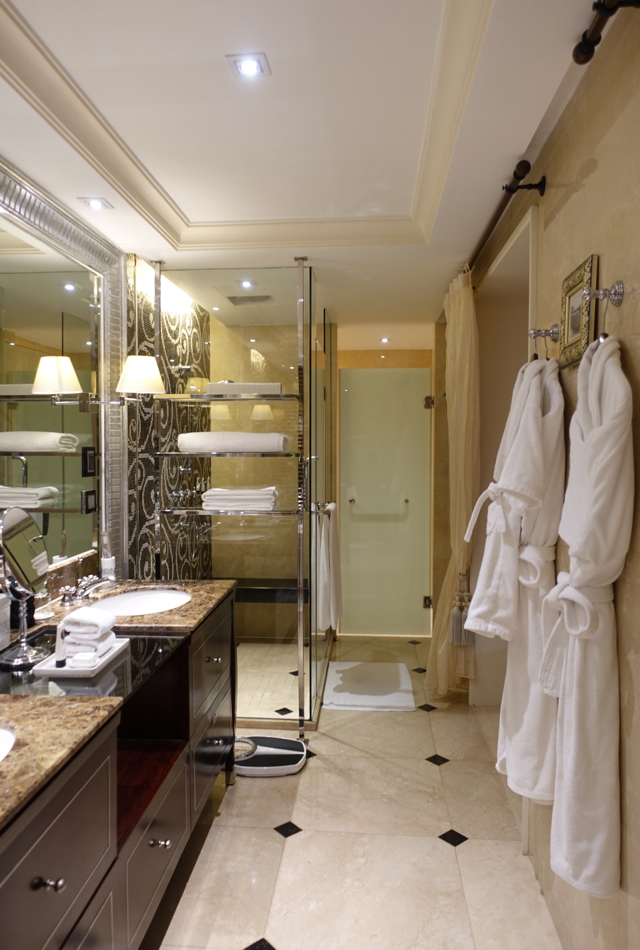 Grand Premium Bathroom, Sofitel Legend Metropole Hanoi