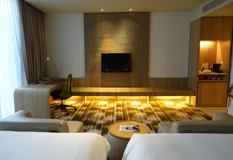 Club Room Desk and Flat Screen TV, Crowne Plaza Singapore Changi Airport