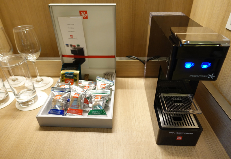 Illy Espresso Machine, Crowne Plaza Singapore Changi Airport Hotel Review