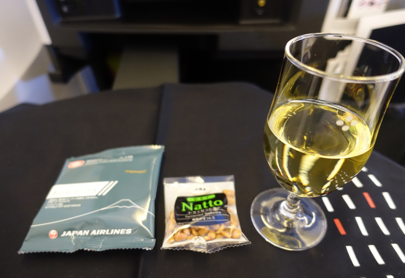 Review-JAL Business Class 767-300ER-Sauvignon Blanc and Japanese Rice Cracker Snacks