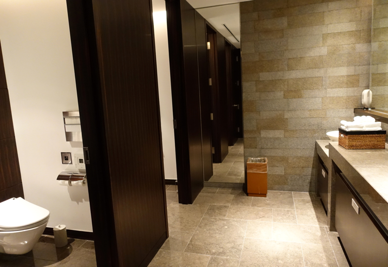 Review-JAL First Class Lounge Tokyo Narita-Bathroom