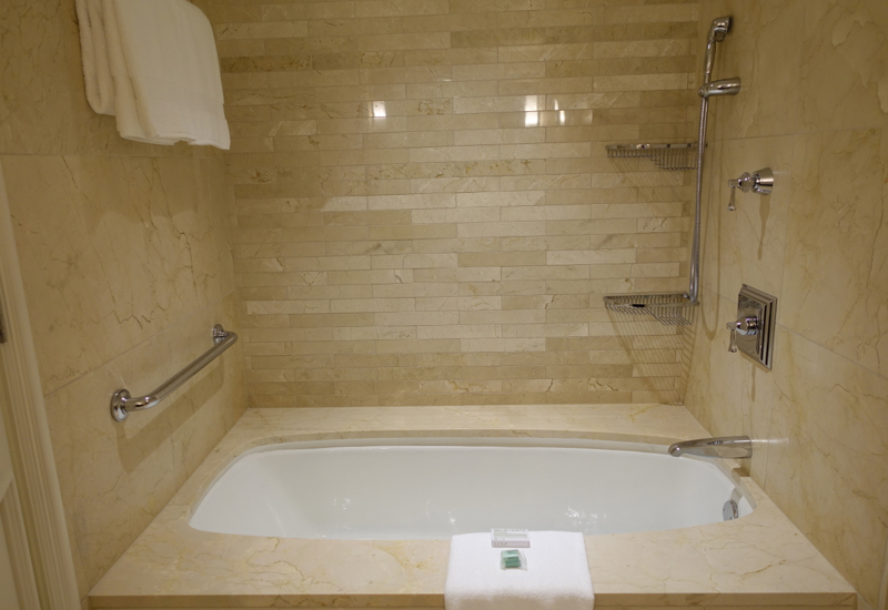 Review-Four Seasons Chicago-Lake View Executive Suite Soaking Tub