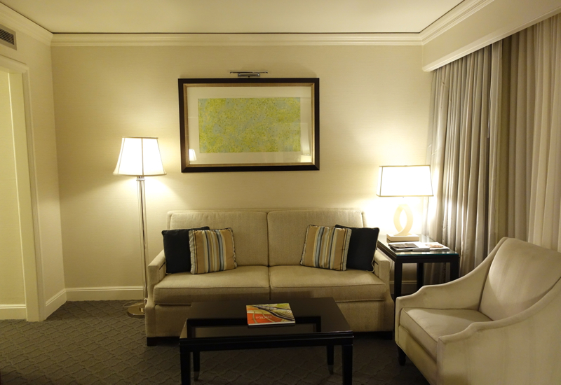 Review-Four Seasons Chicago-Living Room, Lake View Executive Suite