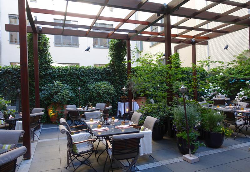 Review-Rocco Forte Hotel de Rome La Banca Garden Seating