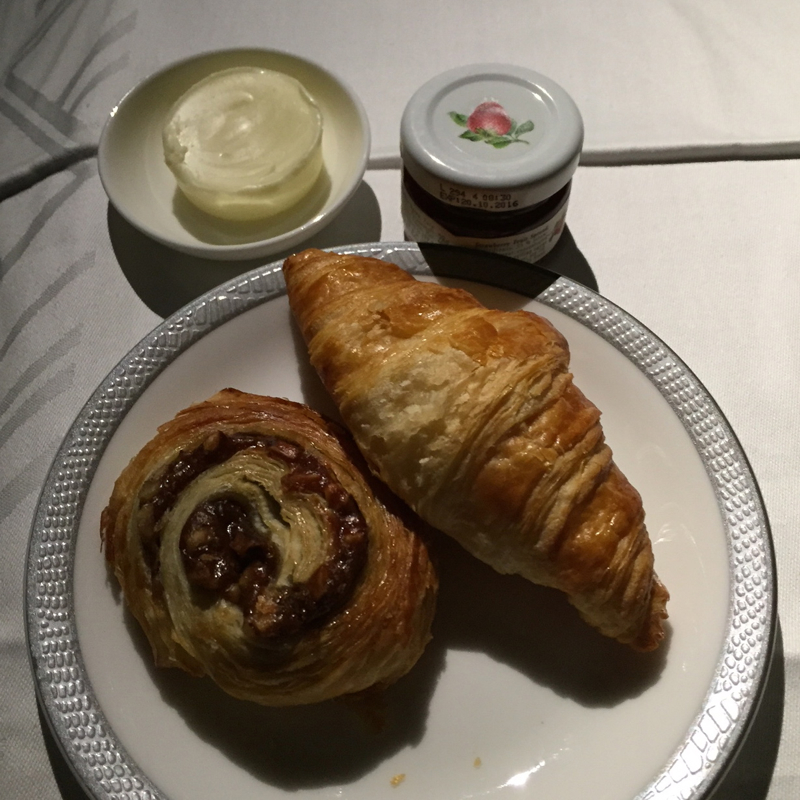 Review-Singapore Suites A380-Breakfast Pastries and Jam