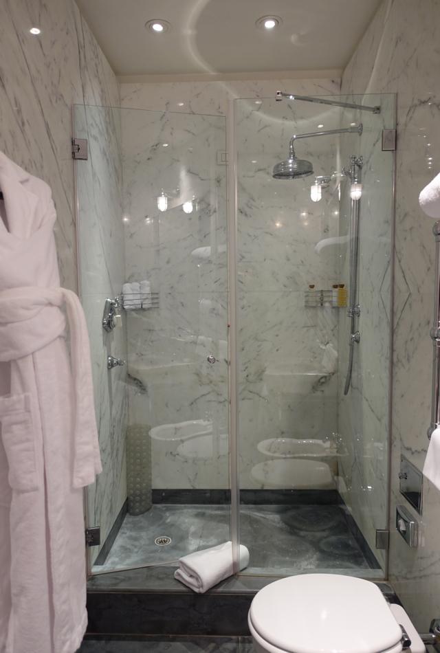 Review-Portrait Roma Junior Suite Bathroom Shower