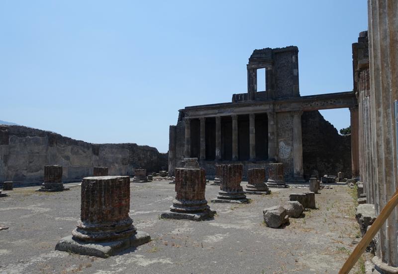 Pompeii Review: Pompeii Courthouse