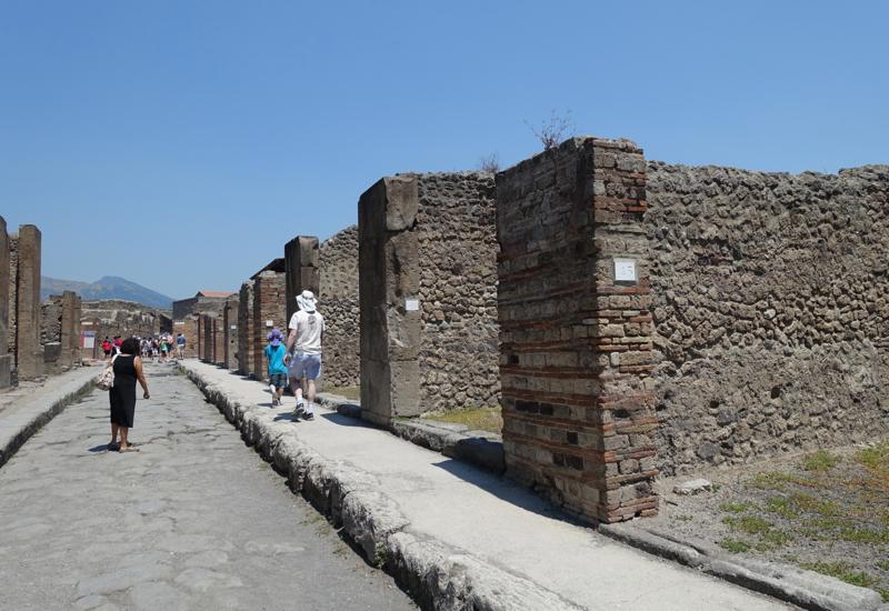 Pompeii Review: Pompeii Street