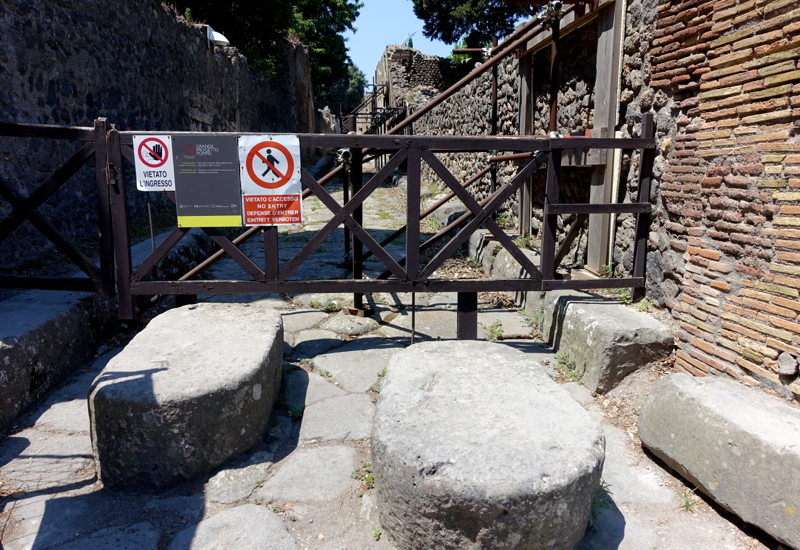 Pompeii: Stepping Stones to Cross the Street and Avoid the Muck