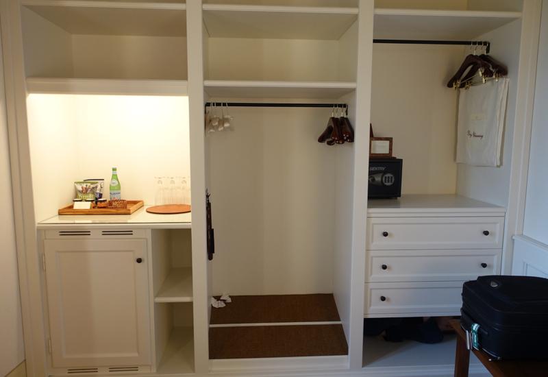 Review-Castello Banfi Il Borgo Double Room Riserva Closet