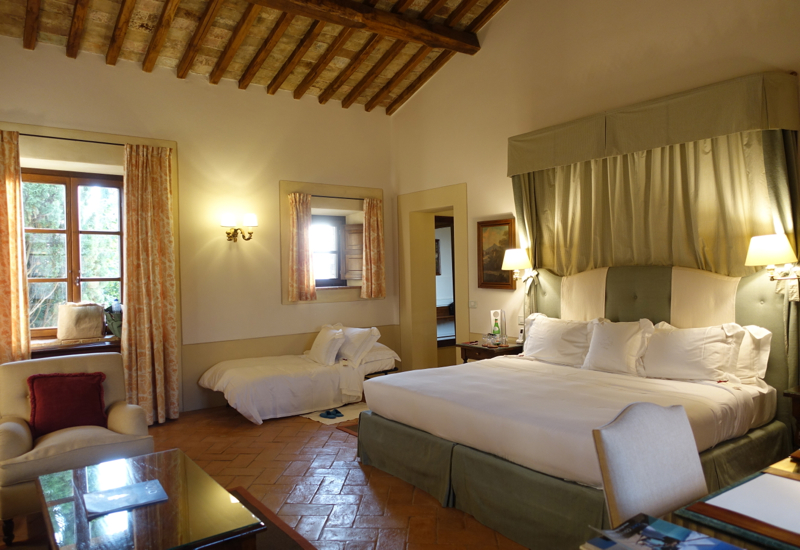 Review-Castello Banfi Il Borgo Double Riserva Room