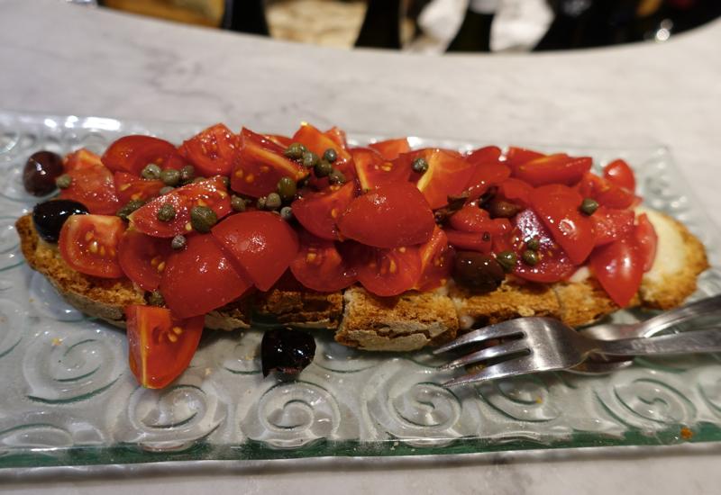 Review: Le Volpi e L'Uva: Crostone al Pomodoro