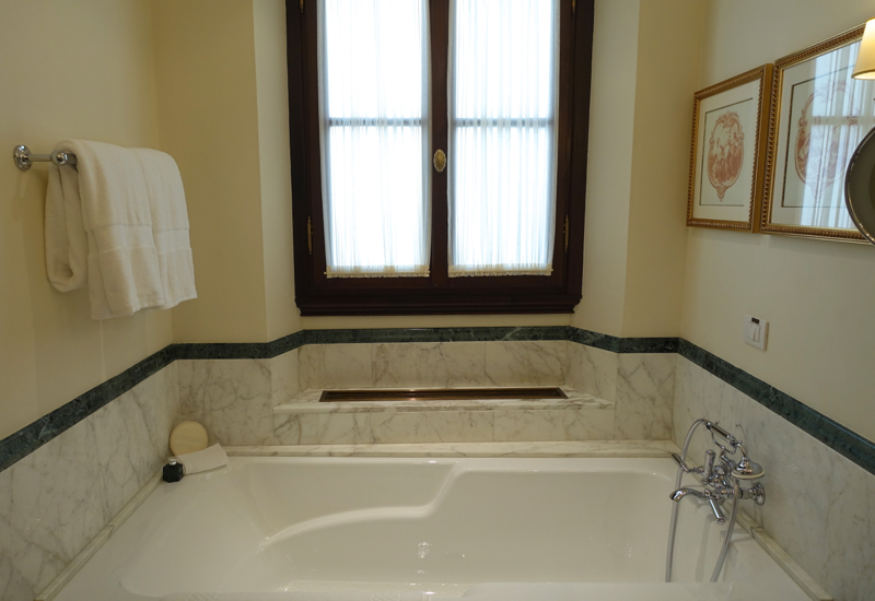 Junior Suite Bathroom Soaking Tub, Four Seasons Firenze Florence Review