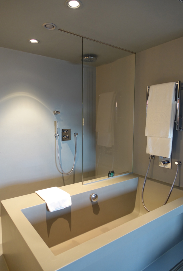 Rain Shower and Bath Tub, Luxury Room, Sofitel Vienna Stephansdom