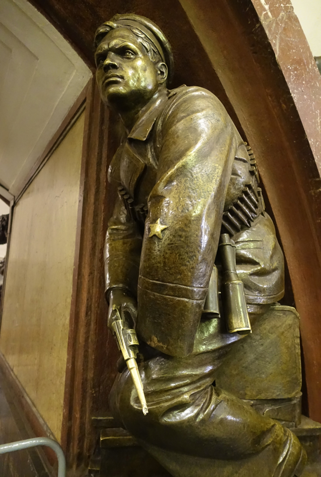 Moscow Metro Tour: Bronze Solider at Ploshchad Revolyutsii