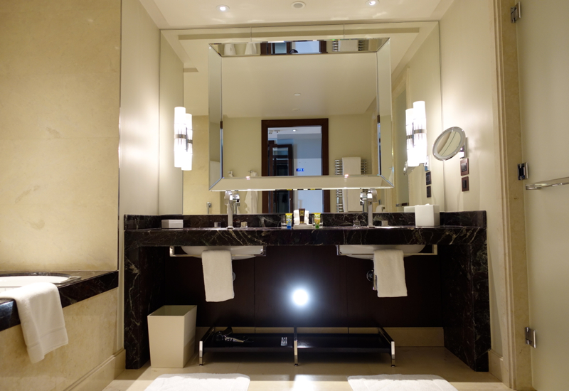 Review: Four Seasons Moscow-Premier Room Bathroom