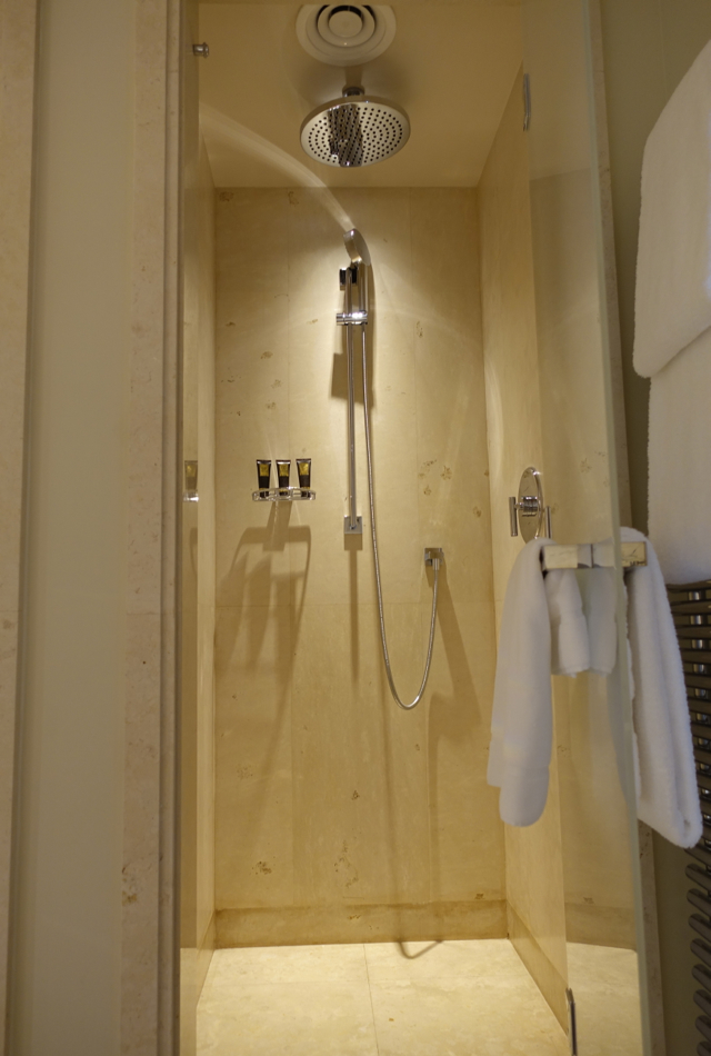 Review: Four Seasons Moscow Premier Room Rain Shower