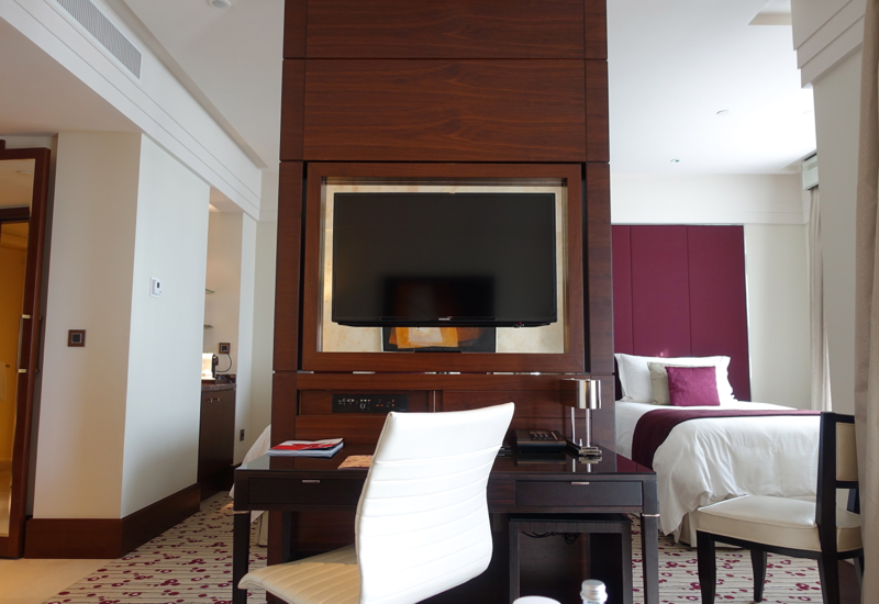 Review-Four Seasons Moscow-Premier Room Work Desk