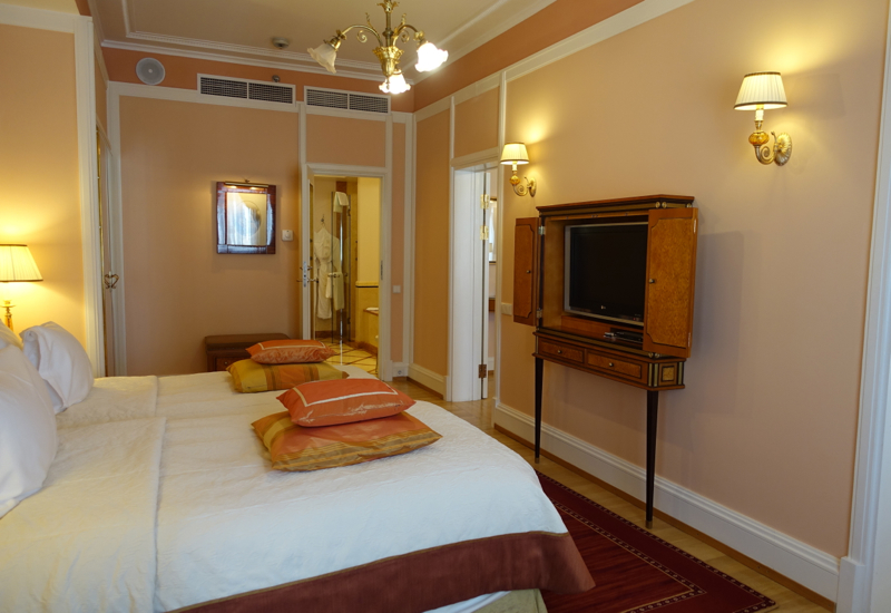 Review-Belmond Grand Hotel Europe-1 Bedroom Suite Bedroom