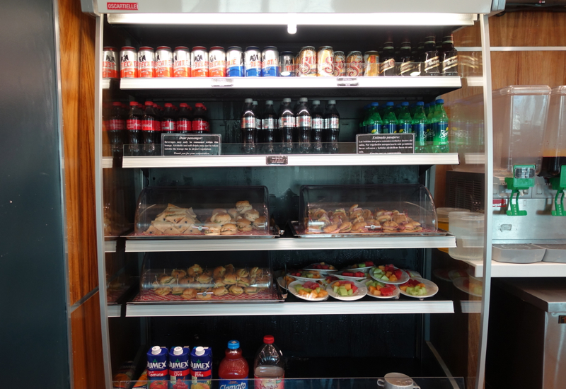 Review-Mera Business Lounge, Cancun Airport-Food and Drinks