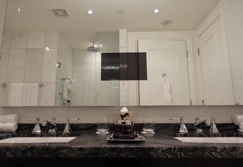 Trump Toronto Hotel Review: Superior Room Bathroom